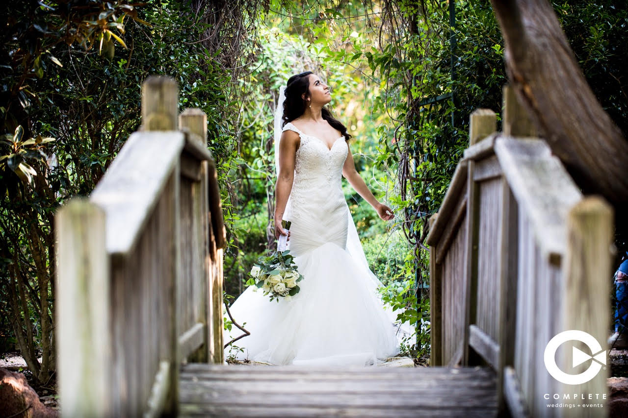 Bridal photo on bridge